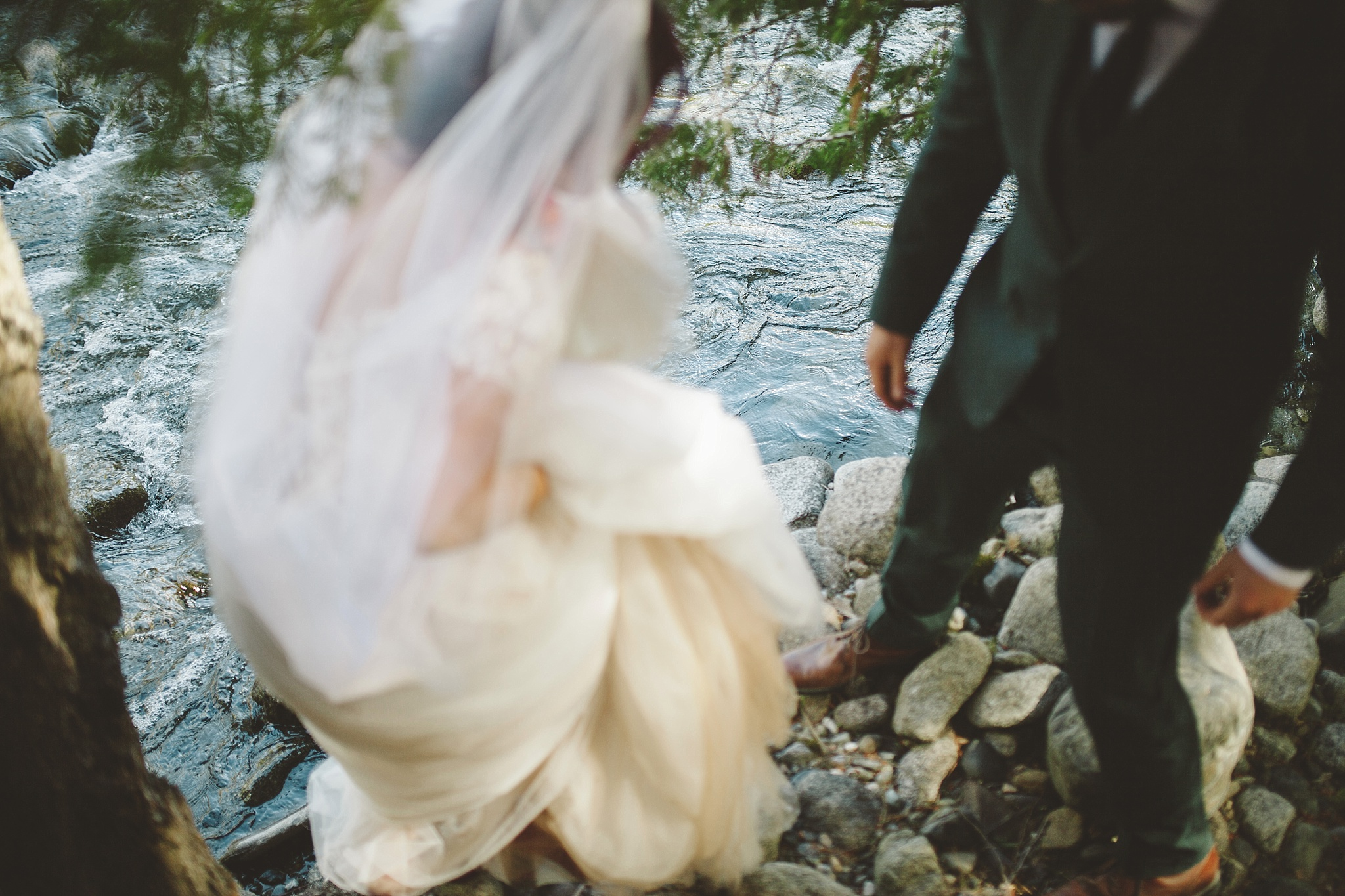 outdoor wedding portraits in the mountains