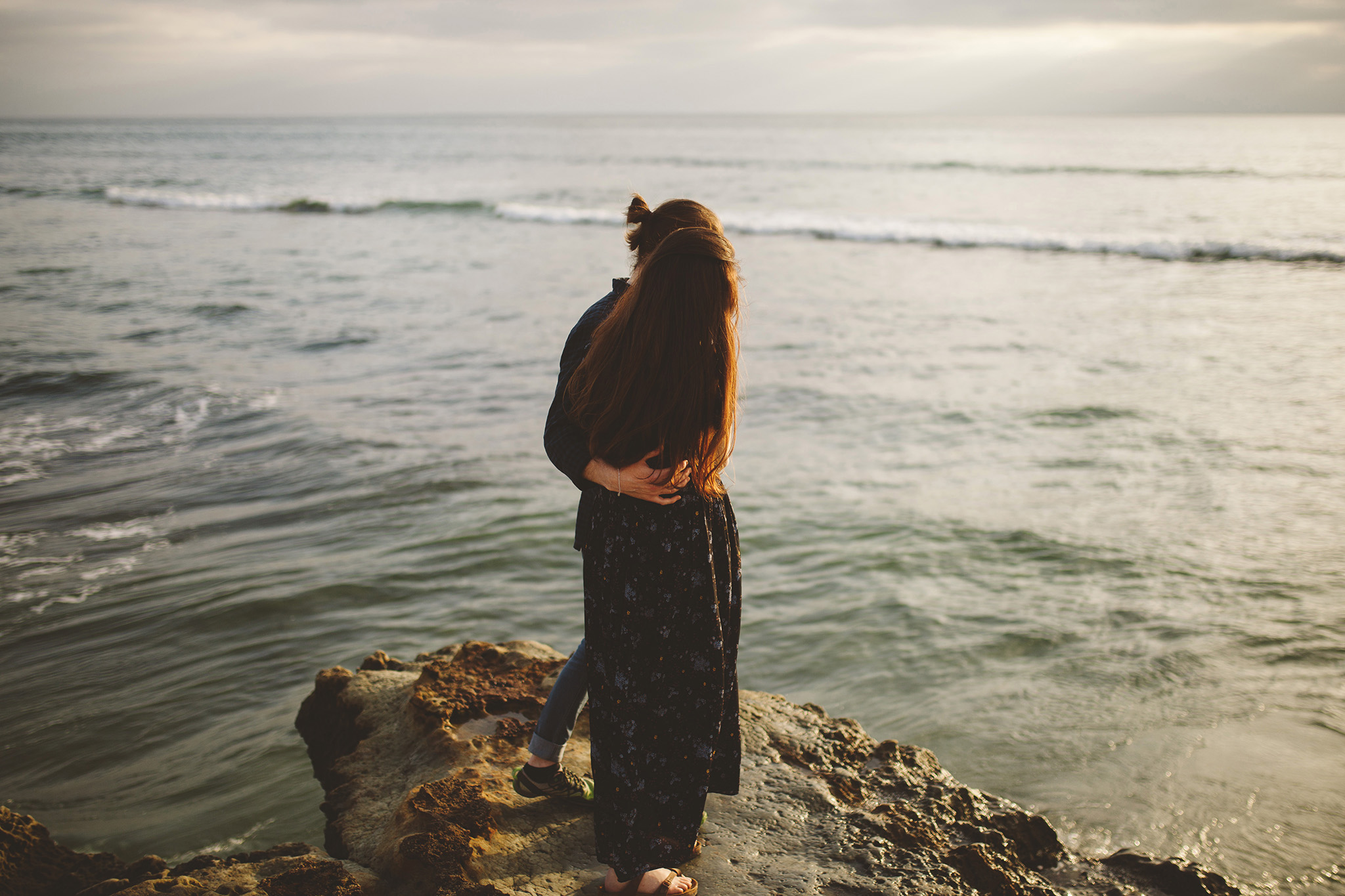 Los Angeles maternity photographer at the beach