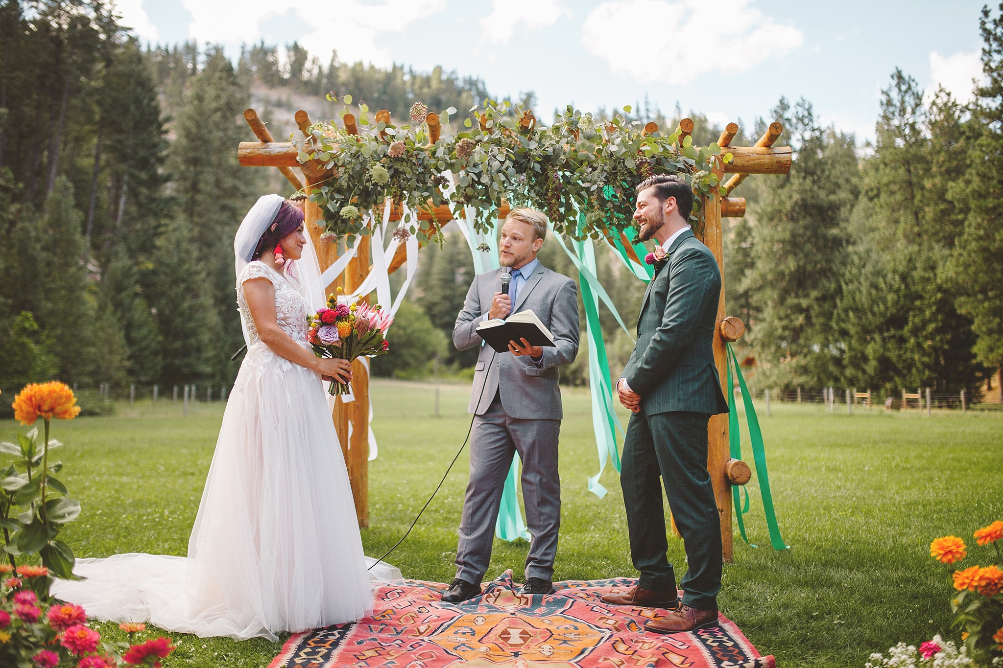 red tail canyon farm wedding pictures in washington woods